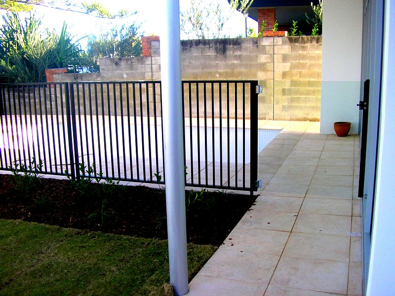 FLAT TOP FENCING, GLASS GATE