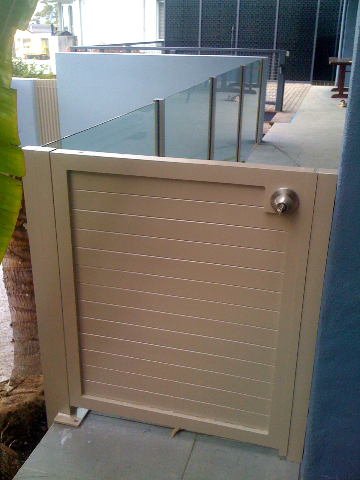 Horizontal slat gate