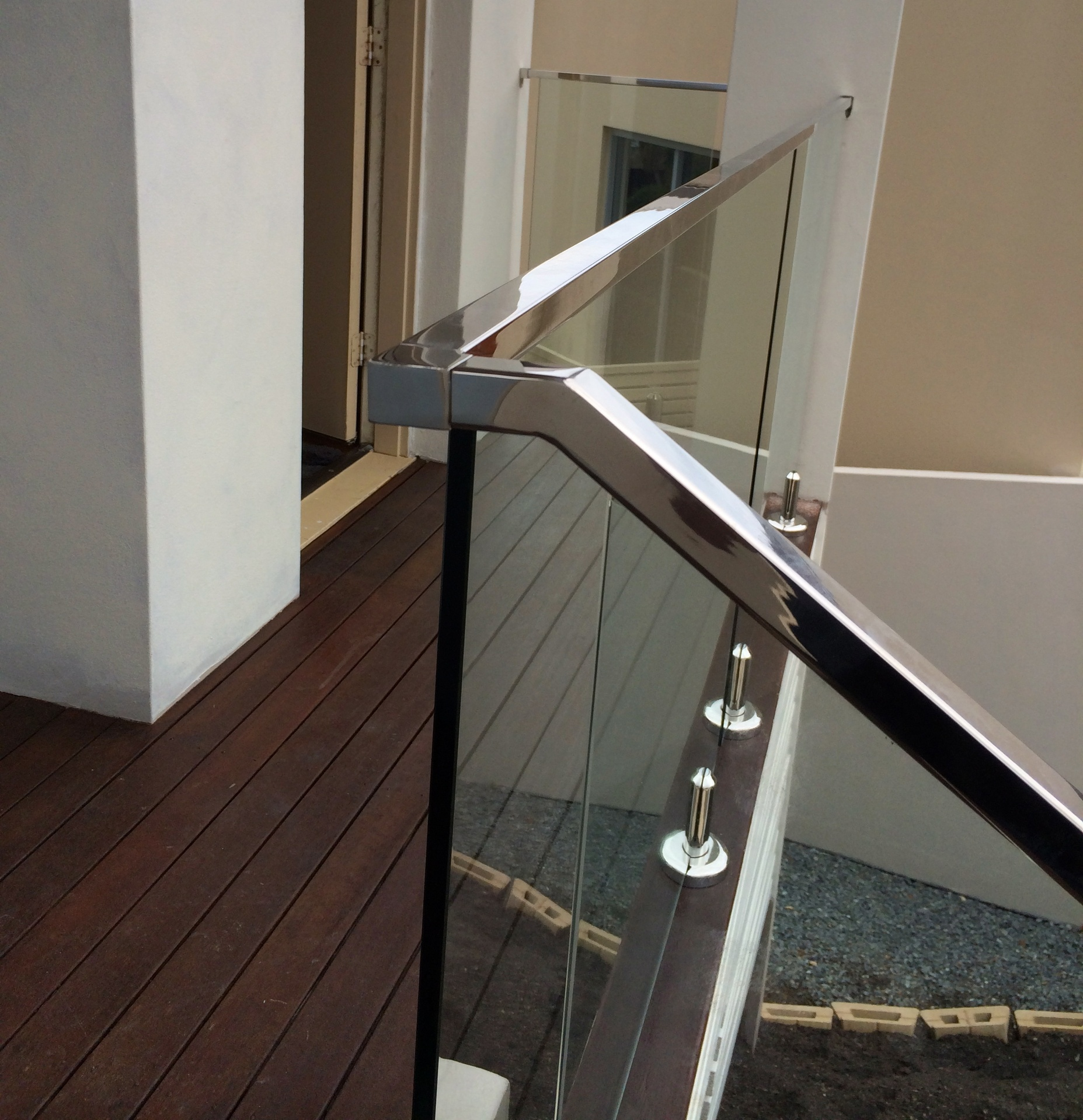 Mirror finish stainless steel top rail